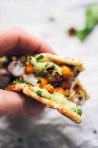 PITAS WITH AVOCADO DIP